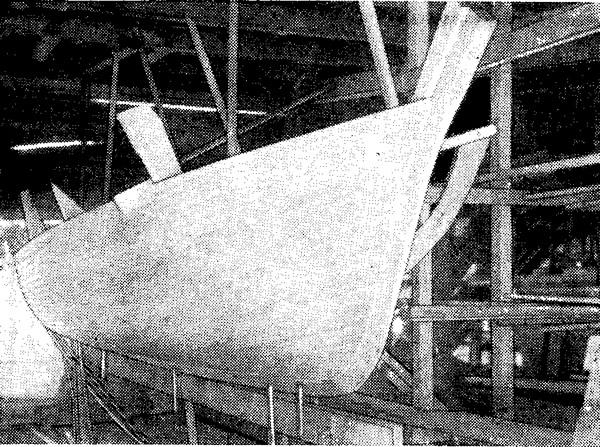 Новый катер конструкции М. С. Куроптева обшивается рейками