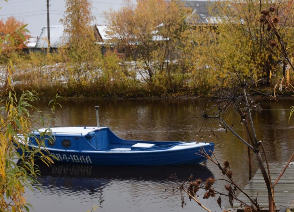 катер соломбалка на реке. фото Фёдор Пильников