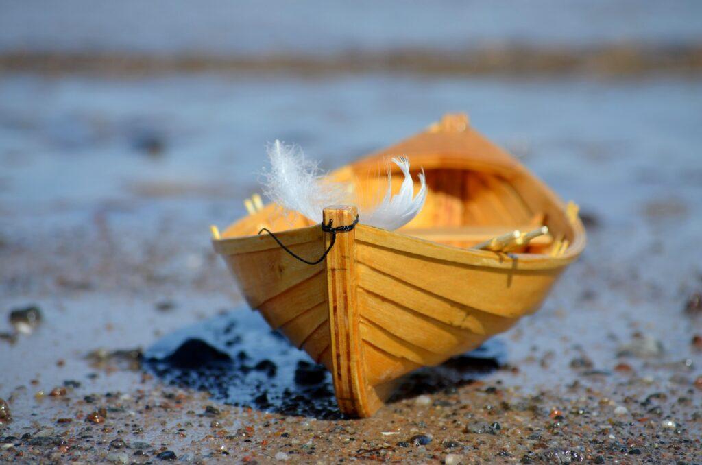 Макет карбаса (Размер: 0,32 х 0,14 м.) был специально изготовлен для исследовательской работы «Древнее поморское ремесло-шитьё карбаса» автор Кувалдина В.Н. Мастер – Петров Павел Александрович.